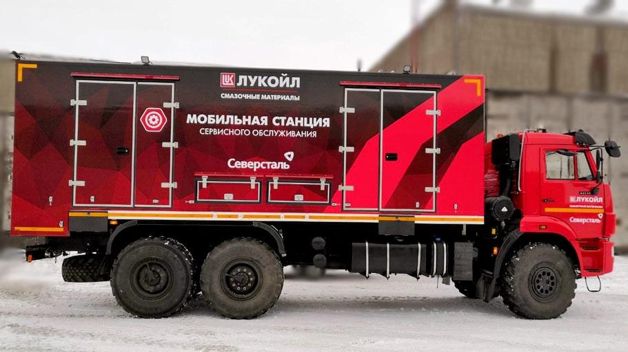 Рекламная оклейка (брендирование) автомобиля Камаз для Лукойл в Карелии рекламным агентством ВизАрт